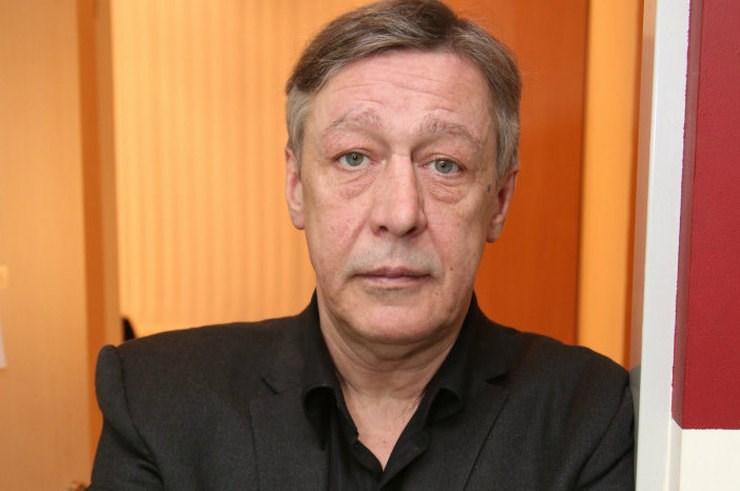Из актеров в пьяницы: Ефремов опозорился на митинге в центре Москвы